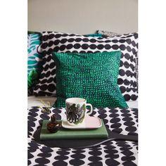 Marimekko's Räsymatto pillowcase and duvet cover, Orkanen cushion cover, Kaalimetsä mug and Mini vase in brown.
