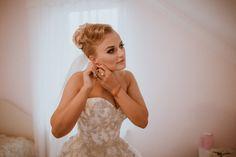 Piękny reportaż ślubny w stylu glamour od AgaCyka Lace Wedding, Wedding Dresses, Fashion, Fotografia, Bride Dresses, Moda, Bridal Gowns, Fashion Styles