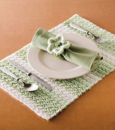 Crochet place mat and napkin ring free pattern Crochet Placemat Patterns, Crochet Potholders, Crochet Doilies, Yarn Projects, Crochet Projects, Crochet Ideas, Crochet Gifts, Knit Crochet, Free Crochet