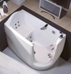 Banheira compacta em que se pode entrar caminhando. Essa é para meu banheiro!!!
