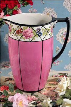 Vases, Magic Party, Estilo Shabby Chic, Decoupage Art, Milk Jug, Shabby Cottage, Tea Set, Pretty In Pink, Tea Cups