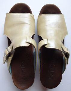 b6cca9fa9f3 Women s Sanita Gold Sandals Clogs Size 39 US 8.5 9 Dansko Summer 2