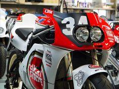Suzuki Motorcycle, Motorcycle Art, Motorcycle Design, Suzuki Superbike, Suzuki Gsx, Grand Prix, Bike Style, Super Bikes, Street Bikes