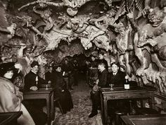 "Heaven and Hell nightclubs of Paris: Cabaret de l'Enfer (""The Cabaret of the Inferno"") -- Satanically themed nightclub in Montmartre Cabaret, Images Terrifiantes, Paris Nightclub, Paris 1900, Paris France, Punic Wars, Les Fables, Creepy Photos, Weird Old Photos"