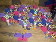 TRAKTATIES: zelfgemaakte traktatie voor peuter of kleuter 2nd Birthday, Birthday Parties, Diy And Crafts, Crafts For Kids, Sunday School Kids, Joelle, Butterfly Party, School Items, Diy For Kids