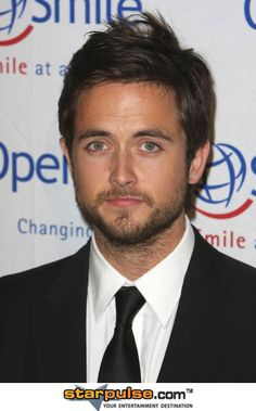 Justin Chatwin- Love him on 'Shameless' <3