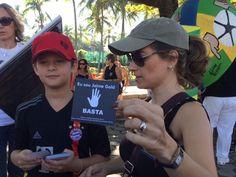 Moradores do Rio fazem protesto para pedir mais segurança na cidade Morte de médico esfaqueado na Lagoa na terça-feira foi lembrada. 'Chega de levar facada', afirma guarda municipal.