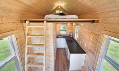 Cette Pink Tiny House a une surface de 14,80 m². Elle est de conception basique au niveau de l'agencement, avec...