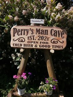 #naambord #mancave #craft #hout #duurzaam #graveren #gevelbord Bbq Grill, Outdoor Furniture, Outdoor Decor, Chilling, Good Times, Man Cave, Home Decor, Bar Grill, Decoration Home