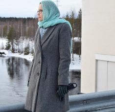 Grey winter coat.  For photos please visit the blog. diy Kaavoihin kangistumatta: Harmaa viettelys ja arkipäivän stailausta