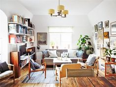 disaster-salon-funcional Living room with two rooms and custom made furniture with fireplace Living Room Tv, Apartment Living, Home And Living, Living Spaces, Apartment Therapy, Home Interior, Interior Design, Living Room Inspiration, Cozy House