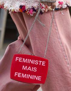 ACCESSOIRES DU DÉFILÉ CHANEL PRÊT À PORTER PRINTEMPS-ETÉ 2015 http://www.elle.fr/Mode/Les-defiles-de-mode/Pret-a-Porter-Printemps-Ete-2015/Femme/Paris/Chanel/Accessoires