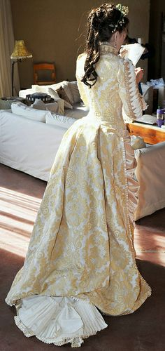 Look at the lacing on the sleeves!!  And that bustle!