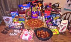 Snack Ideas Junk Food upon Snack Foods Party Mix next Snake Eating Rat; Snack Foods That Are Vegan I Love Food, Good Food, Yummy Food, Healthy Food, Pyjama-party Essen, Sleepover Snacks, Junk Food Snacks, Food Porn, Food Goals