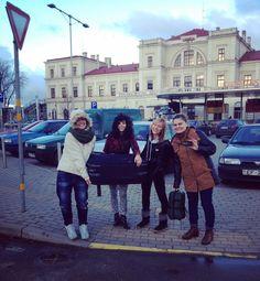 Teamwork at it's finest!  #brokensuitcase #teamwork #outreach #ywam #ywamkyiv #latvia #liepaja #team #mission #missiontrip #dts2015 #dts http://bit.ly/dtskyiv #ywamkyiv #ywam #mission #missiontrip #outreach