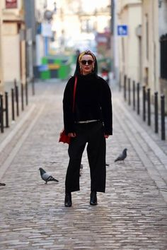 #allblack #outfit #outfitoftheday #outfitinspiration #pants #blackpants #Paris #ParisFashionWeek2019 #streetstyle #streetfashion #streetstylefashion #streetwearclothing Style Diary, Black Pants, All Black, Outfit Of The Day, Fashion Show, Normcore, Street Style, Style Inspiration, Paris