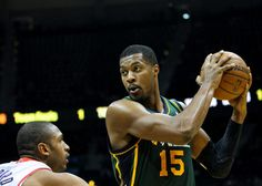 Jazz's Derrick Favors leaves game with knee soreness = Utah Jazz forward Derrick Favors left Monday night's game against the Memphis Grizzlies with an aggravation of the knee injury that stunted the start of his 2016-17 season. He played in just 21 minutes, scoring six points and grabbing.....