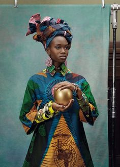 Vlisco introduces Hommage à l'Art photographed by Koen Hauser.In line with this year's focus on craftsmanship, Vlisco puts its iconic designs in the spotlight with a new fabric collection that celebrates the rich design heritage.