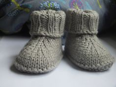 Baby-Hausschuhe (English) The Effective Pictures We Offer You About babysocken stricken fuchs A qual Baby Knitting Patterns, Knitting For Kids, Baby Patterns, Crochet Patterns, Baby Booties Knitting Pattern, Crochet Baby Boots, Knit Baby Booties, Knit Crochet, Baby Boots Pattern