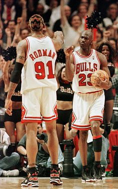 Michael Jordan and Dennis Rodman During Game 7 of the NBA Finals in 1998 Basketball Pictures, Basketball Legends, Sports Basketball, Basketball Players, Basketball Motivation, Ar Jordan, Jordan Bulls, Michael Jordan Basketball, Jordan Logo