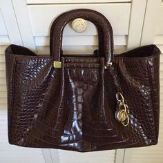 Oscar De Larenta handbag Excellent condition looks brand new it is 9 1/2 by 4 1/2 Oscar de la Renta Bags Totes