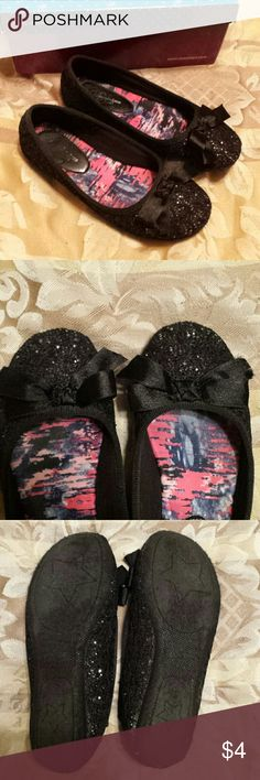 Girls dress shoes Black sparkly shoes with bows. Gently used. Dominique Nicole Shoes Dress Shoes