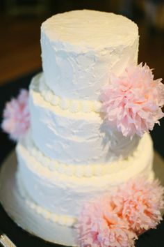 Love the simplicity of this rough frosted buttercream cake with pink tissue paper flowers. Tennessee Farm Wedding: Katie and Brian Wedding Cake Rustic, White Wedding Cakes, Rustic Cake, Farm Wedding, Dream Wedding, Wedding Desert, Cake Icing, Buttercream Cake, Wedding Cake Designs