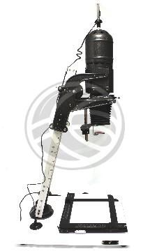 Una ampliadora fotográfica, conocida como ampliadora es un proyector de transparencias que se utiliza para obtener copias de negativos sobre soportes como papel con un tamaño mayor en el laboratorio fotográfico.