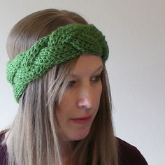 Watch the video tutorial below and make your own beautiful braided crochet headband and earwarmer in almost no time at all.