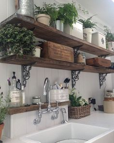20 ways to create a French country kitchen - decoration ideas 201820 ways to create a French country kitchen - decoration ideas Charming French country house decor with timeless charm - home Charming French Country House, French Country Decorating, Country House Interior, French Country Farmhouse, Italian Country Decor, Italian Cottage, French Country Wall Decor, Country Cottage Interiors, Italian Home Decor