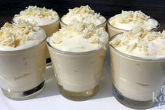 The most delicious dessert you've ever tasted: white chocolate mousse! A scrumptious sweet indulgence that's perfect for Christmas dinner: white chocolate White Chocolate Mousse, Chocolate Blanco, Köstliche Desserts, Delicious Desserts, Banana Drinks, Good Food, Yummy Food, High Tea, Sweet Recipes