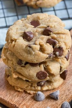√ Chewy Peanut butter Chocolate Chip Cookies All Recipes. 11 Chewy Peanut butter Chocolate Chip Cookies All Recipes. Vegetarian Chocolate, Chocolate Recipes, Chocolate Chip Cookies, Chocolate Chips, Flourless Peanut Butter Cookies, Chocolate Peanut Butter Cookies, Cookie Fit, Cookie Cups, Dessert Crepes