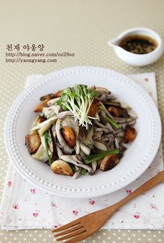 Travel eat in Asian Korean food garlic mushroom Dairy Free Recipes, Vegetarian Recipes, Garlic Uses, Stuffed Mushrooms, Garlic Mushrooms, Asian Recipes, Ethnic Recipes, Korean Food, Food And Drink