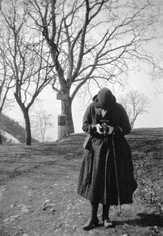 Taking pictures at Salève mountain, Geneva, Switzerland by Swedish National Heritage Board, via Flickr Vintage Photographs, Vintage Photos, First Humans, Women In History, Strike A Pose, Taking Pictures, The Life, How To Take Photos, Old Photos