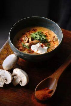 Maďarská žampionová polévka: s koprem a zakysanou smetanou Portobello, Thai Red Curry, Ramen, Treats, Ethnic Recipes, Food, Red Peppers, Sweet Like Candy, Goodies