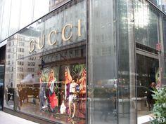 78 meilleures images du tableau gucci store window   Display cases ... ed5fcdf01ea