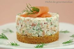 cheesecake au saumon fumé remplacer le mascarpone par du fromage blanc et les c… smoked salmon cheesecake replace mascarpone with cottage cheese and crackers with rye bread Salmon Recipes, Seafood Recipes, Appetizer Recipes, Cooking Recipes, Vegan Recipes, Savory Cheesecake, Cheesecake Mascarpone, Good Food, Yummy Food