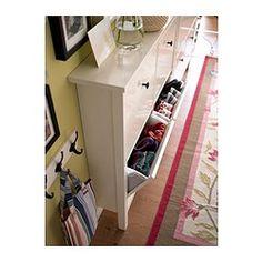 IKEA - HEMNES, Range-chaussures 4 casiers, blanc, , Vous permet de ranger efficacement vos chaussures tout en libérant de l'espace au sol.Dans ce rangement vos chaussures bénéficent d'air et d'espace et gardent ainsi plus longtemps leur aspect neuf.Comme le meuble dispose de pieds uniquement à l'avant, il repose parfaitement contre le mur au-dessus de la plinthe.