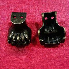 20 mm * 20 mm Metal garra de tigre pequeño rincón caja de madera Vintage patas de apoyo de cuatro esquinas pies decorativos(China (Mainland))
