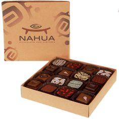 Hecho a mano según la tradición de los mejores chocolateros de Europa, nuestras ricas y cremosas trufas ofrecen el máximo sabor en chocolate oscuro y de leche.