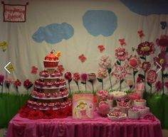 What a PINKAMAZING party display! Shared on www.pinterest.com/pinkalicious