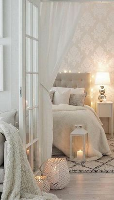 To help you erase the perception that a beige palette is boring, we bring you some home design ideas on how to use neutral colors in your living room decor. Room Ideas Bedroom, Home Decor Bedroom, Master Bedroom, Elegant Bedroom Design, Bedroom Decor For Small Rooms, Bedroom Inspo, Bedroom Wall, Aesthetic Bedroom, Dream Rooms