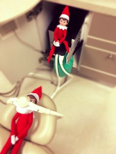Elf of the shelf 2015 @brewer dental specialists www.brewerdentalspecialists.com Dental Assistant Humor, Dental Humor, Dental Hygiene, Dental Health, Orthodontic Humor, Office Christmas Decorations, Dental Life, Xmas Elf, Dental Facts