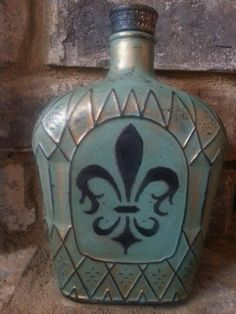Alcohol Bottle Decorations, Liquor Bottle Crafts, Wine Bottle Art, Diy Bottle, Altered Bottles, Old Bottles, Recycled Bottles, Alcohol Bottles, Diy Food Gifts