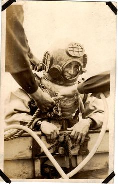 Navy Diver picture for bathroom. Antique Photos, Vintage Photographs, Old Photos, Vintage Photos, Scuba Diver Costume, Steampunk Illustration, Deep Sea Diver, Diving Helmet, Go Navy