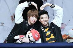 They met in BTS. Vkook, yoonmin, and Hoseok and his girlfriend involved. Bts Jungkook And V, Kim Taehyung, Bts Bangtan Boy, Namjin, Taekook, Bts Memes, Seokjin, Jeff The Killer, Yoonmin