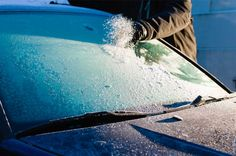 Use a credit card as a DIY ice scraper in a pinch. 18 Winter Car Hacks That Are Borderline Genius Homemade Deicer, Homemade Windshield Washer Fluid, Lifehacks, Winter Car, Winter Tips, Winter Hacks, Ice Scraper, Car Fix, Clean Your Car