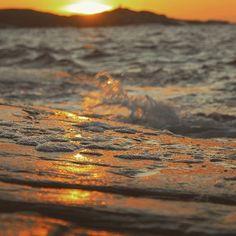 Just pretending 😉 😉 #weekendvibes #happyweekend #saturdaymorning #sea #seaside #seascape #waves #sol #beach #beautifulworld #beautifulday #igaddict #ig_captures #photooftheday #photography #photographylovers #poetry #lighttheworld #lights #sweetlife #naturaleza #nature #nature_brilliance #nature_sultans #natureshot #naturelove