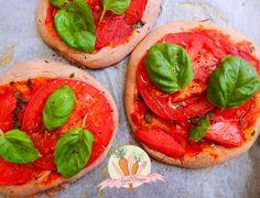 bezglutenowe-pizzerinki-z-pomidorem-i-czosnkiem-niedźwiedzim_wm.jpg 4493×3442 pikseli