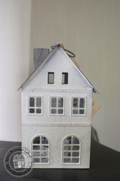 Zinken huisje wit dak grijs